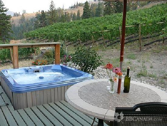 Grape Escape Guest House: Enjoy a soak in your private hot tub