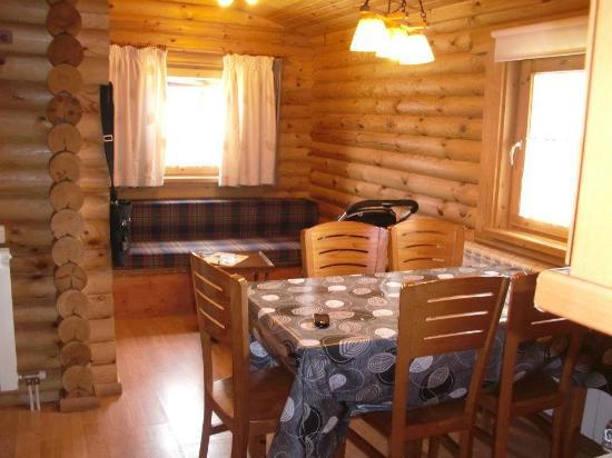 Camping Vall De Camprodon: Comedor con cama doble