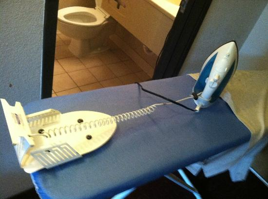 Best Western Naperville Inn: ironing board