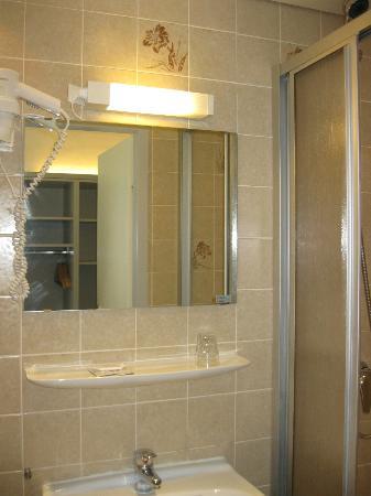 Hotel Hofwirt Salzburg: Bathroom