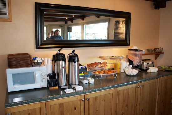 Inca Inn: Continental breakfast - home made bread.