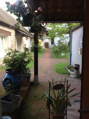 Hotel Le Bon Laboureur : Jardin interior entrada