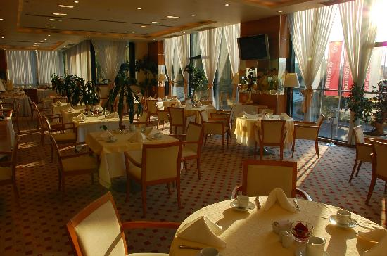 Hotel Antunovic Zagreb: Buffet Breakfast Area / Restaurant