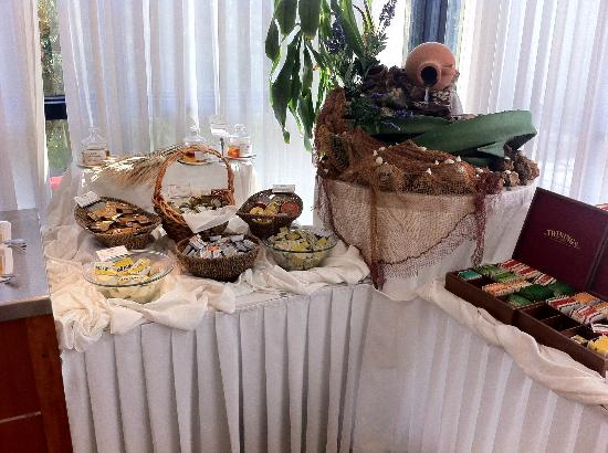 Hotel Antunovic: Buffet Breakfast