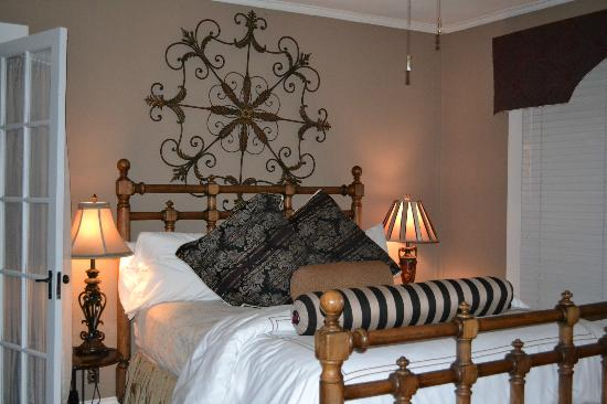 The Inn at Ragged Gardens: Our room