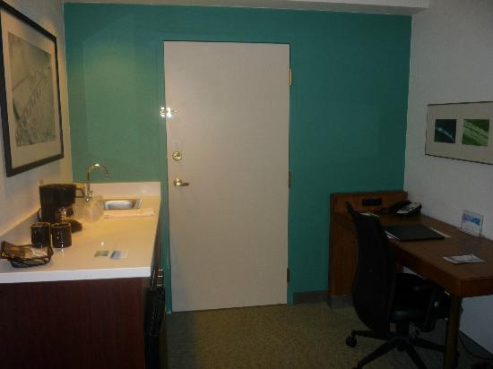 SpringHill Suites Orlando Altamonte Springs/Maitland: Kitchen area/writing desk