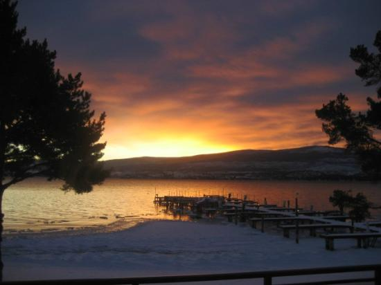 Casa Loma Lakeshore Resort: Sunrise was my favorite time of day at our Casa Loma Resort cabin on Lake Okanagan