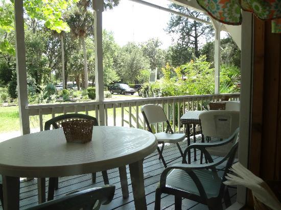 Coffee N Cream: outdoor seating option