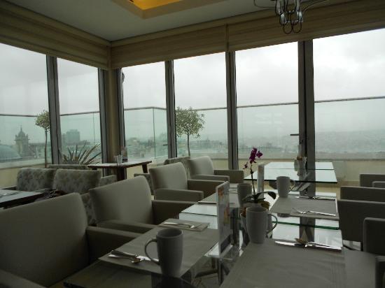 CVK Hotels Taksim : rooftop breakfastroom