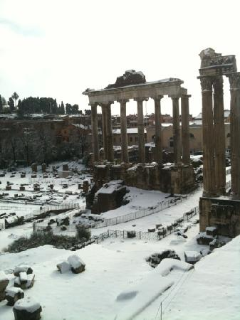 Rome As You Like It: romeasyoulikeit- Roman Forum in the snow