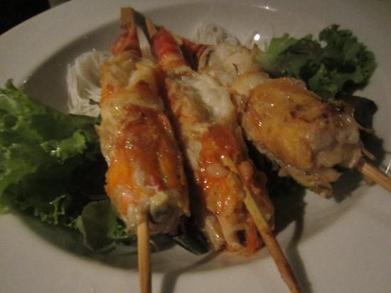 Thang Long: Grilled prawns on rice vermicelli