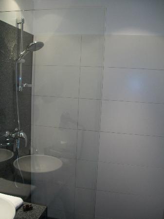 Motel One Munchen-City-West: doccia