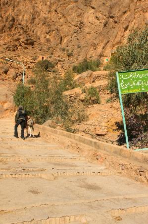 Pir-e Sabz Chak Chak : Chak Chak: tough way uphill