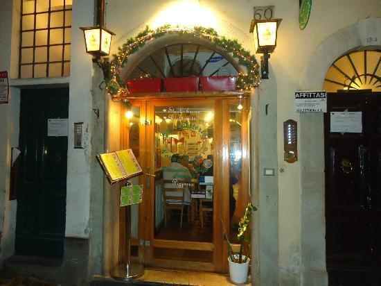 Bruchetteria Nonna Papera : Entrance.