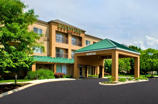 Courtyard by Marriott Allentown Bethlehem: Exterior Entrance