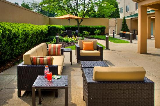 Courtyard by Marriott Allentown Bethlehem: Exterior Courtyard
