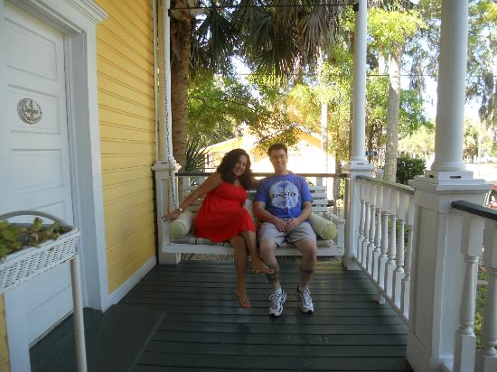 Coombs House Inn: Front Porch