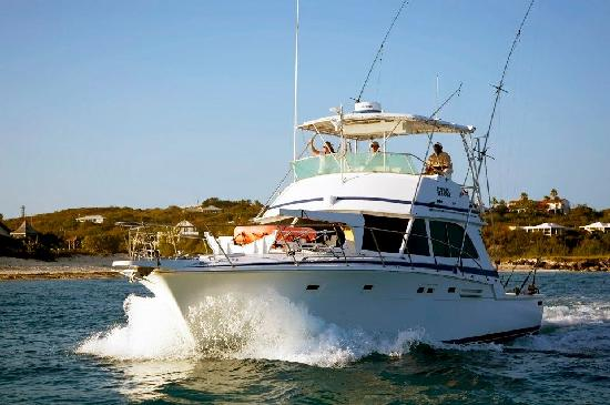 Panoply Sport Fishing & Luxury Charters : Setting out through the cut for the Wine Cellar Tournament.