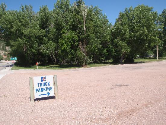 Motel 6 Hot Springs: Truck Parking