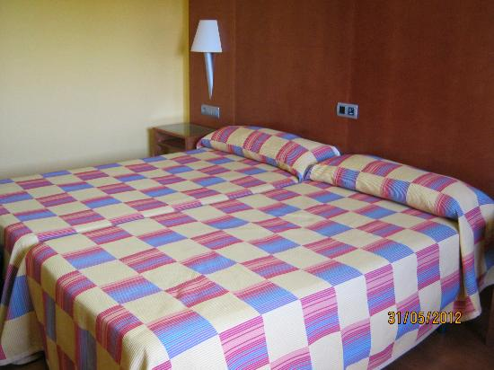Camino de Granada Hotel: Room 405 large twin room on 2nd floor of separate block