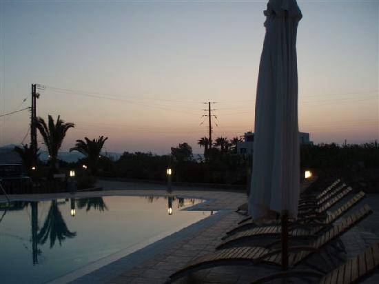 Villa Harmony: Pool area in the evening