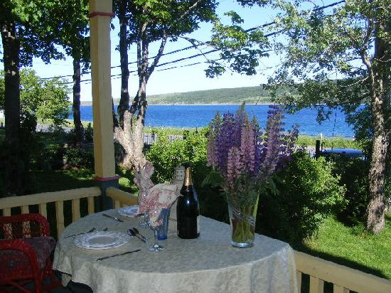 Rothesay House Heritage Inn Bed & Breakfast: your table is waiting.