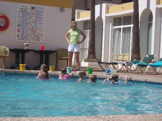 Protur Atalaya Apartments: Alina running the hotel kids club.