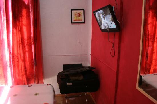 Pension Lemus: Televisión habitación
