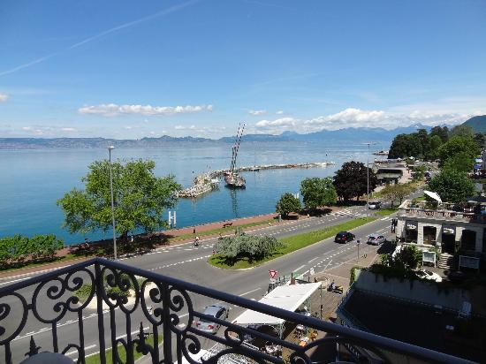 Savoy Hotel Evian: View of Alps from side balcony