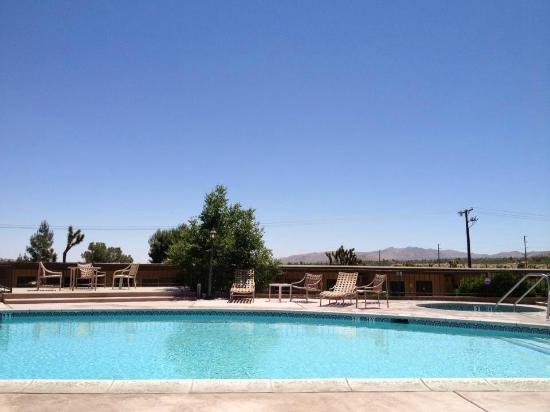 Travelodge Inn and Suites Yucca Valley/Joshua Tree Nat'l Park: Piscine