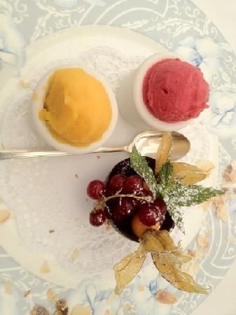 Auberge du Raisin: 2 glaces (mangue et fraise)