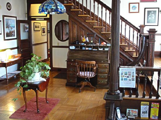 Stonewall Jackson Inn: Our Inn is within walking distance of many fine restaurants, shops, and boutiques in Harrisonbur