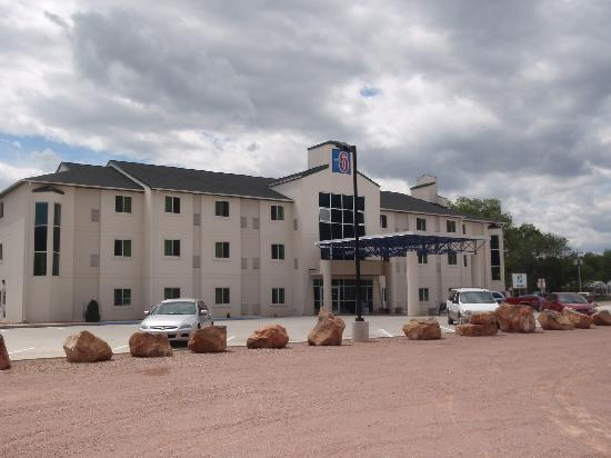 Motel 6 Hot Springs: Exterior Front