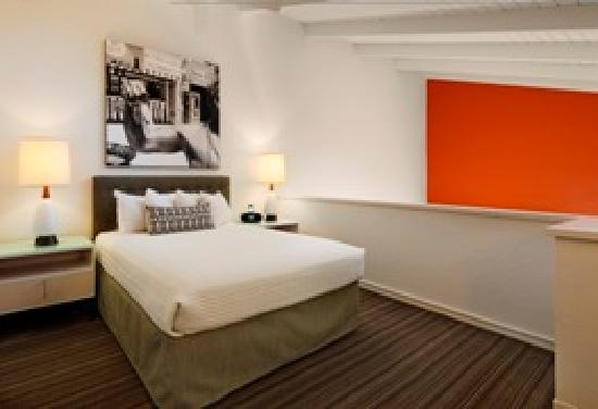 Inn at Venice Beach: Treat Yourself to one of Cooo Loft Suites (bedroom)
