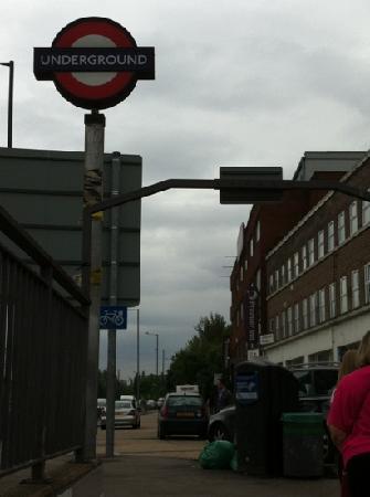 Premier Inn London Hanger Lane Hotel: right by the underground!