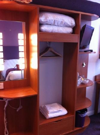 Premier Inn London Hanger Lane Hotel: the station in the bedroom!