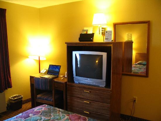 Super 8 Sun Prairie/Madison E: Room View 2