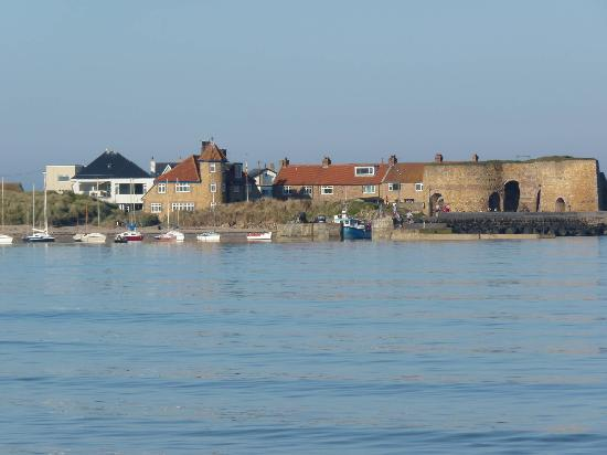 Beadnell Beach Guesthouse: View from beach