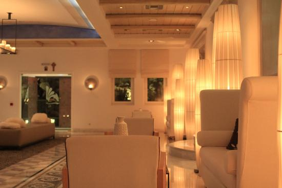 Mykonos Grand Hotel & Resort: Lobby