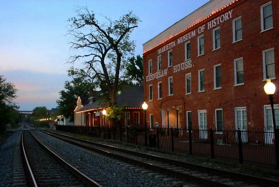 Marietta Museum of History at Twilight (Before they cut the tree down)