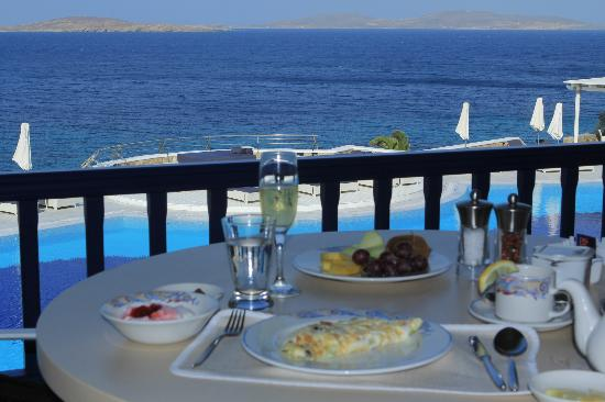 Mykonos Grand Hotel & Resort: Breakfast table view of ocean