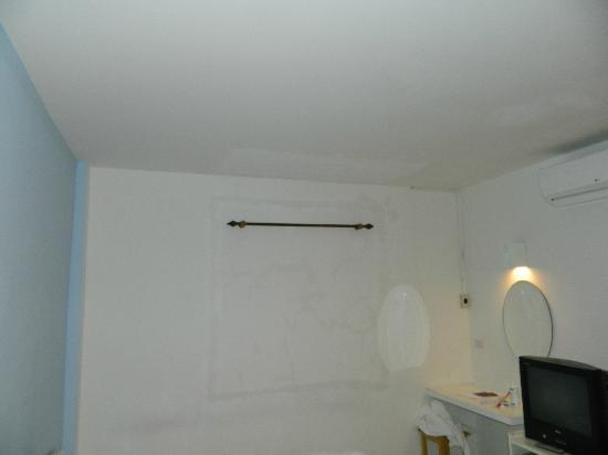 Baan Purr: pelmet without window in the room