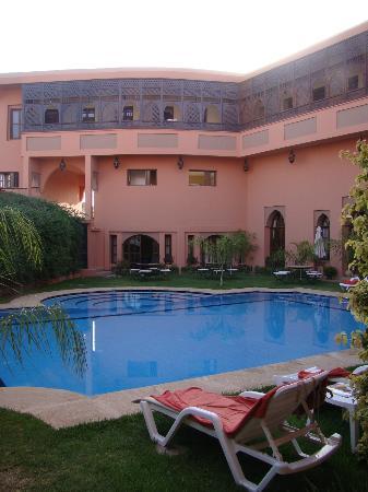 Albakech House: Piscine