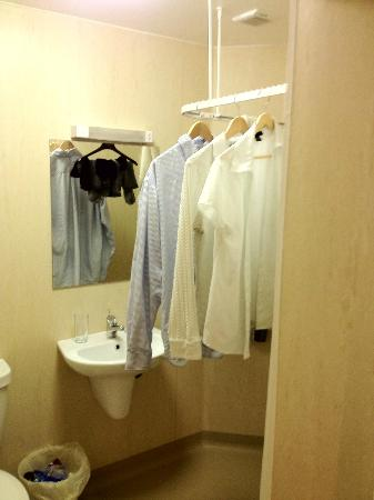 Hamnavoe Hostel and Apartments: Trying to Dry Clothes