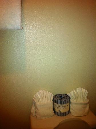 Pea Soup Andersen's Inn: inside of bathroom towel origami