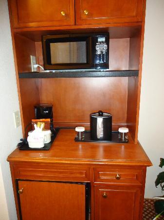 Hilton Garden Inn Denver Airport: Microwave, coffeemaker