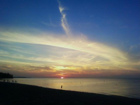Krenzer Marina: A special Lake Ontario Sun Set