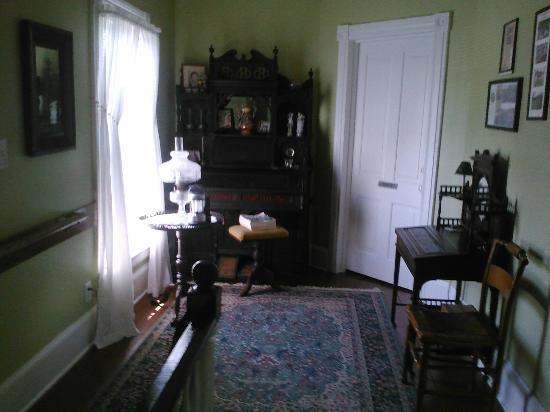 Springfield Bed and Breakfast: Upstairs hallway