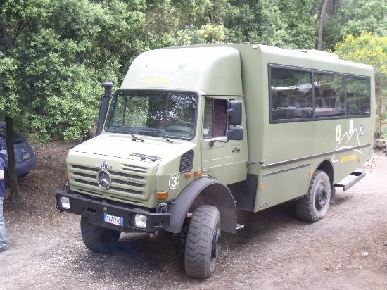Busvia del Vesuvio: the 4x4 bus at the base of the volcano