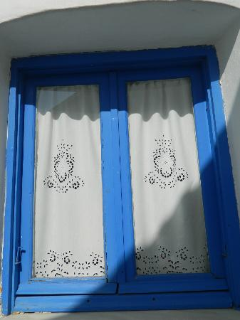 Sifnaika Konakia Traditional Settlements: Greek Windows